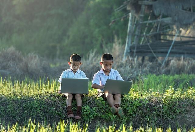 děti s notebooky