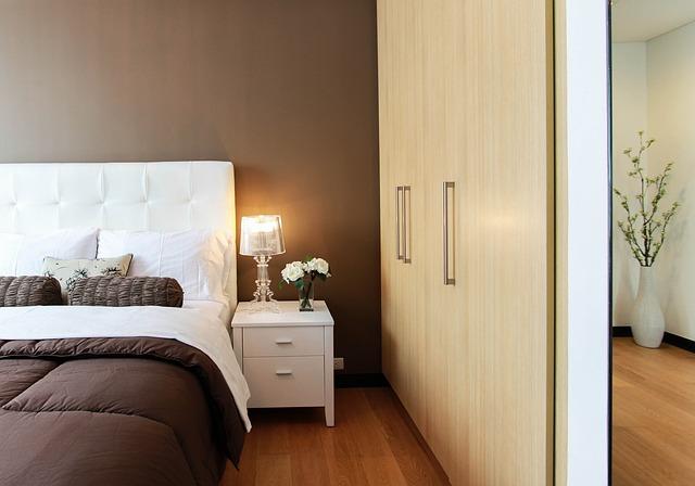 Vestavěné skříně patří nejen do malého bytu