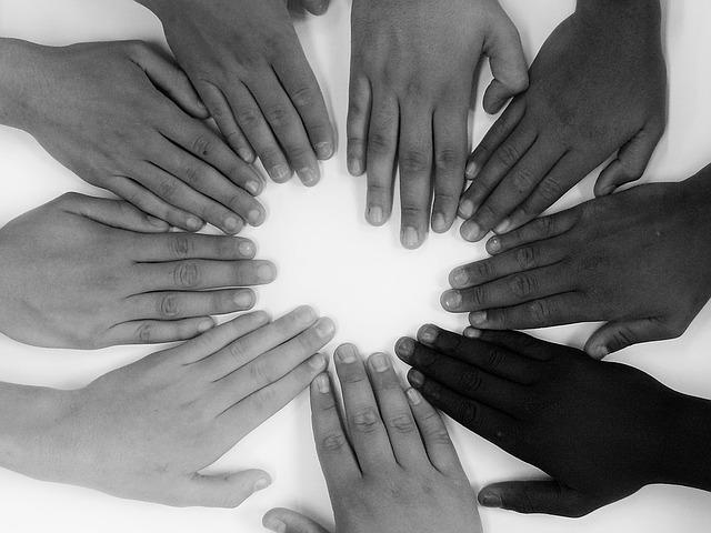 devět rukou