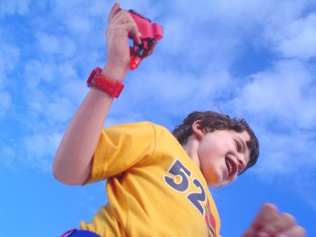 skákající chlapec