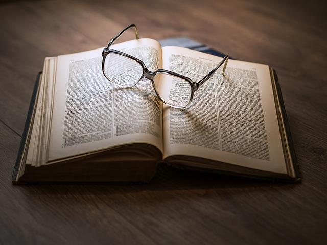 Kniha nebo mobilní telefon?