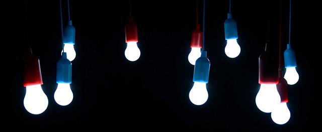 Skupina svítících LED žárovek